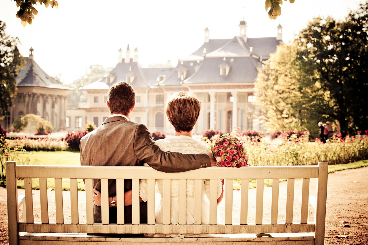 שאלו את המומחה: איך אני יכולה לשוחח עם בעלי על בריחת השתן שלו?