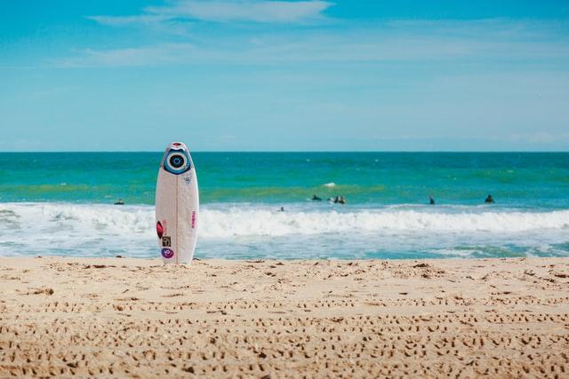 חולצות גלישה לנשים, החופש שלך במים